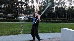Смотреть Ловкое владение мечом