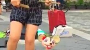 Мышка-марионетка танцует