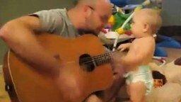 Смотреть Малыш гитарист
