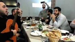 """""""Эх, дороги"""" в исполнении грузин смотреть видео - 2:52"""