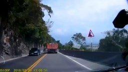 Чем страшны горные дороги смотреть видео прикол - 0:47
