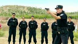 Меткий выстрел женщины-полицейского
