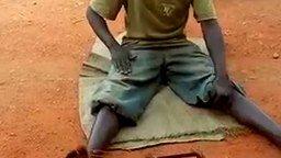 Уличный артист из Африки смотреть видео прикол - 0:30