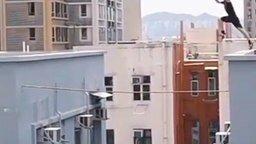 С крыши на крышу смотреть видео - 0:19
