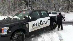 Снежная полицейская операция смотреть видео прикол - 1:22