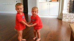 Приколы с двойняшками-симпатяшками смотреть видео прикол - 10:24