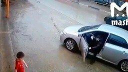 Реакция водителя и ребёнок на дороге смотреть видео прикол - 0:21