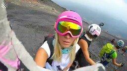 На лыжах по вулканическому пеплу смотреть видео прикол - 1:49