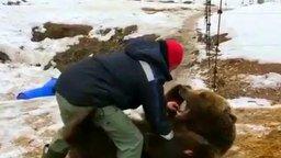 Лётчики и их медвежонок смотреть видео прикол - 0:40