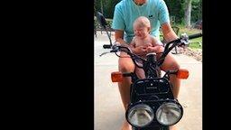 Малыши и мотоциклы смотреть видео прикол - 3:49