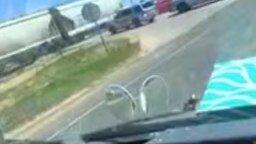 Неожиданная авария на переезде смотреть видео прикол - 0:21