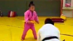 Семилетняя дзюдоистка смотреть видео прикол - 0:41