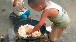Завтрак для младшего брата