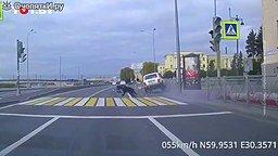 Пешеход сбивает автомобиль смотреть видео прикол - 0:27