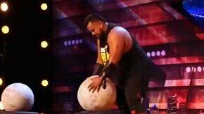 Силач-певец на шоу талантов смотреть видео прикол - 2:15