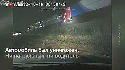 Водителя вытащили за секунду до столкновения с поездом смотреть видео прикол - 1:03