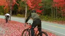 Цветное падение велосипедиста смотреть видео прикол - 0:08