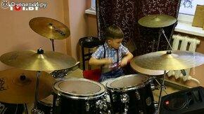 Играет на барабанах в 4 года смотреть видео прикол - 1:00