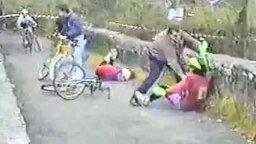 Велогонки без правил смотреть видео прикол - 0:16
