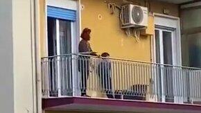 Музыка с балконов смотреть видео прикол - 1:36