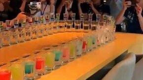 Эффектная подача напитков смотреть видео прикол - 0:23
