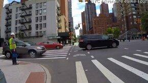 Пешеход теряет скейт смотреть видео прикол - 0:54