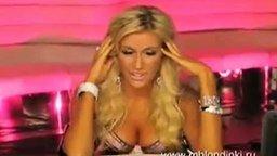 Смотреть Блондинка в лифчике