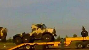 Смотреть Уронили грузовик