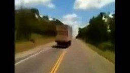 Бесшабашный водитель смотреть видео прикол - 0:41