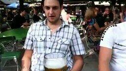 Смотреть Литр пива за 7 секунд