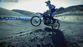 Смотреть Мотоцикл в замедлении