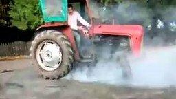Дрифтинг на тракторе смотреть видео прикол - 0:26