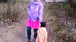 Собачонка в платьишке смотреть видео прикол - 1:45