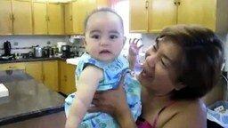 Смотреть Малышка, улыбнись