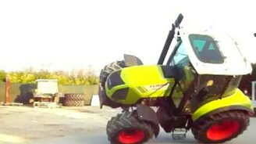 Езда на двух колёсах на тракторе смотреть видео прикол - 0:16
