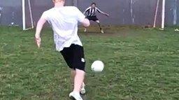 Футбольный беспроигрышный трюк смотреть видео - 0:04