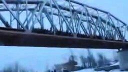 Смотреть Прыжок с моста по-русски