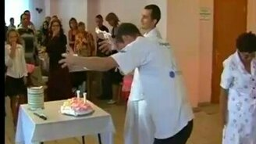 Смотреть Вынос торта!