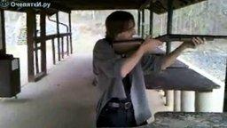 Смотреть Стреляет впервые
