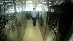 Побег из офиса смотреть видео - 3:04