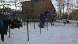 Страусом в снег смотреть видео прикол - 0:06