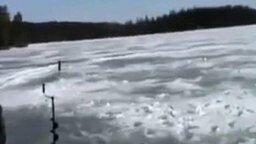 Беспрецедентный случай на рыбалке смотреть видео прикол - 0:25