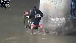 Суровый рыбак смотреть видео прикол - 0:52