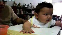 Смотреть Покормил малыша