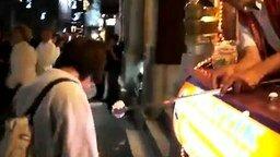 Шутник с мороженым смотреть видео - 1:48