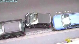 Суровый водитель на компактной машинке смотреть видео прикол - 0:45